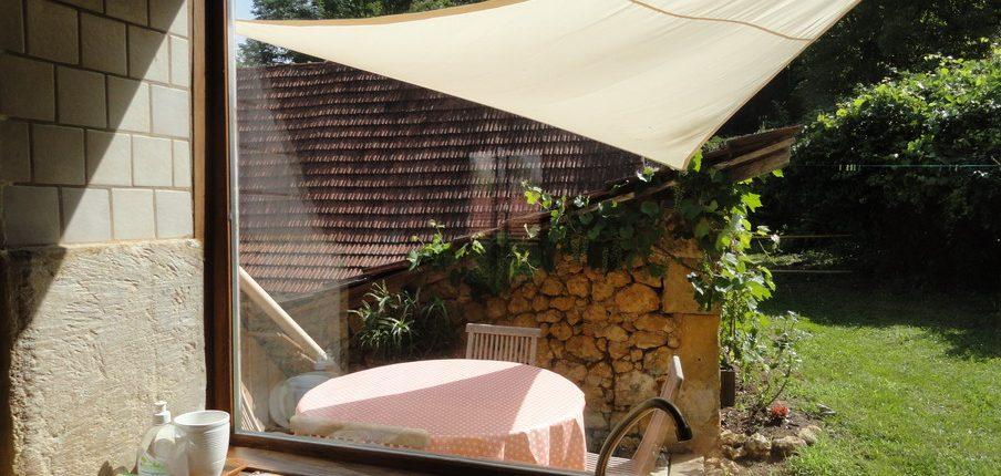 Fenêtre donnant sur la terrasse