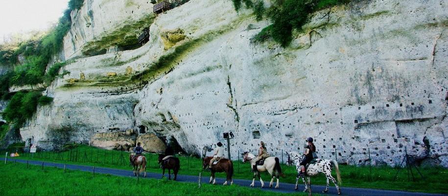 à cheval vers la roc saint christophe