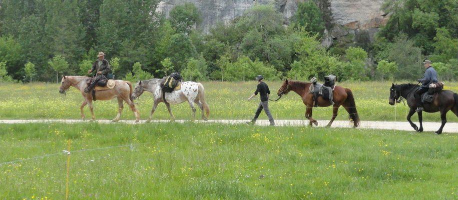 randonnée à cheval dordogne les eyzies périgord noir